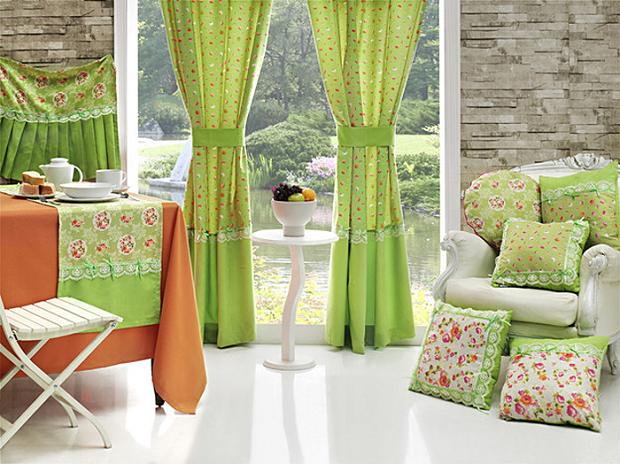 На фото – кухонные шторы в зеленых тонах